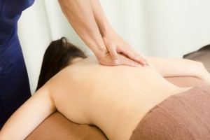 背骨に沿った経絡を流し、自律神経調整の改善を期待します。